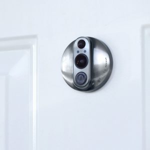Perché installare uno spioncino digitale in casa?